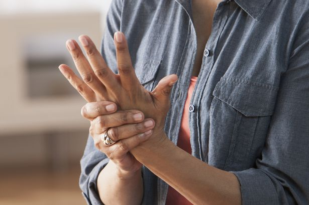 Bệnh viêm khớp gây đau nhức các khớp xương ở người bệnh