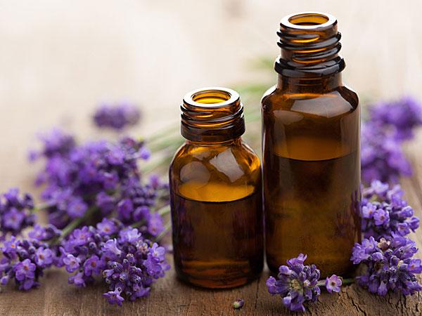 Sáp dưỡng môi từ dầu dừa và tinh dầu hoa oải hương