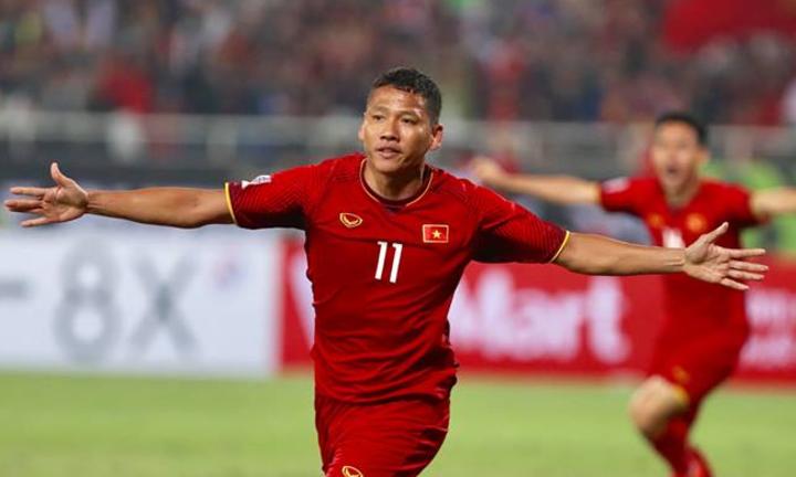 Anh Đức ghi bàn vào phút thứ 6 trận chung kết lượt về Việt Nam vs Malaysia, giúp Việt Nam vô địch Cúp AFF Suzuki Cup 2018