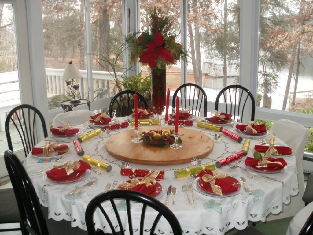 Trang trí Bàn tiệc Giáng sinh với gam đỏ và trắng