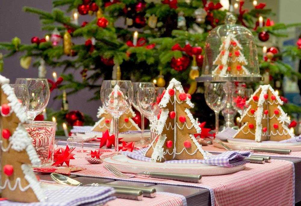 Bữa tiệc Giáng sinh tràn ngập bánh gừng hình cây thông