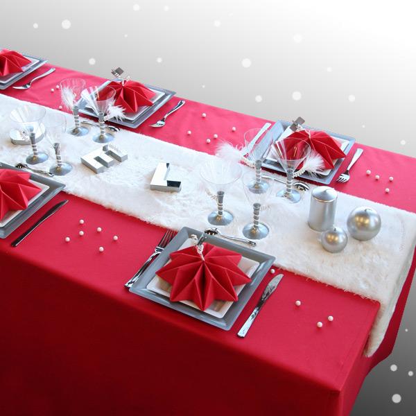 Bàn ăn Giáng sinh với khăn ăn xếp hình ngôi sao