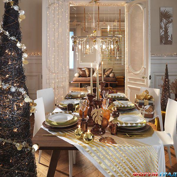 Bàn tiệc Giáng sinh vàng