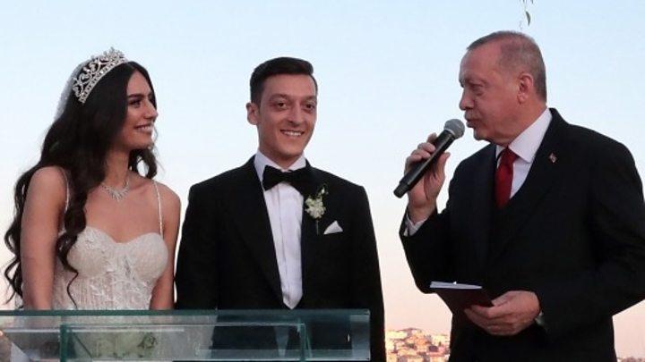 Tổng thống Thổ Nhĩ Kỳ Erdogan là người quan trọng trong đám cưới của ngôi sao bóng đá Mesut Ozil