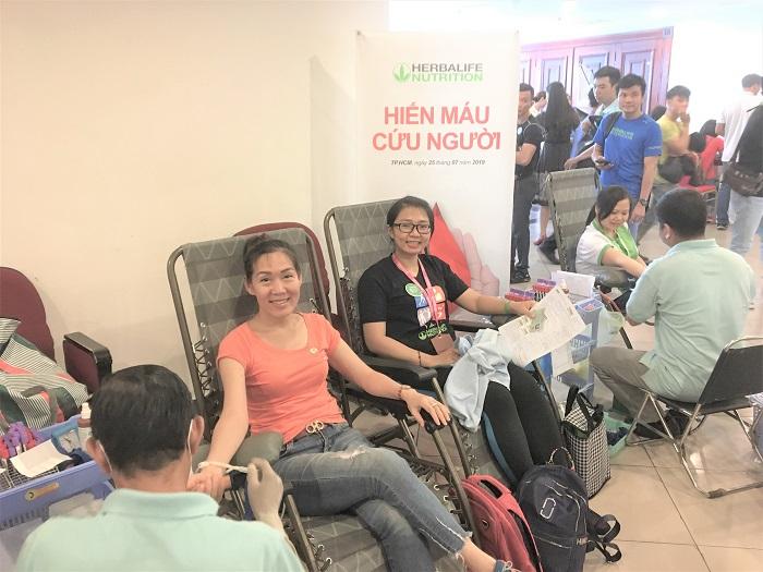 Thành viên và nhân viên Herbalife Việt Nam tham gia hiến máu cứu người tại TP.HCM