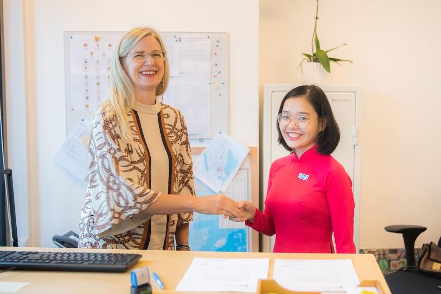 Trải nghiệm một ngày làm Đại sứ Thụy Điển của nữ sinh Việt Nam