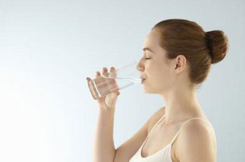 Nước tinh khiết là một nguồn quan trọng mà con người không thể sống thiếu nó.