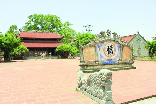 Đền Bia là một trong 3 địa danh của huyện Cẩm Giàng - Hải Dương thờ Đại Danh y Thiền sư Tuệ Tĩnh. Đền Bia được xây dựng trên doi đất hình con dao cầu dùng để thái thuốc nam.