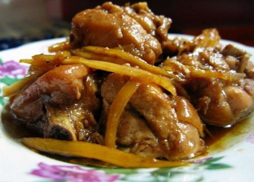 Gà kho trần bì thích hợp cho người bị đau loét dạ dày, tá tràng, trướng bụng đầy hơi, đau tức ngực sườn.