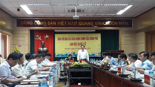 Ông Lê Vĩnh Tân - Bộ trưởng Bộ Nội vụ, Trưởng đoàn công tác của Chính phủ về cải cách thủ tục hành chính tại buổi làm việc với Bộ Y tế.