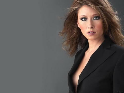 Jewel Staite mang bầu có thu nhập cao hơn so với cát -sê dành cho vai diễn từ giao lưu với người hâm mộ.