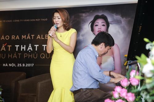 Minh Thu phiêu trong tiếng đàn đầy tâm trạng của nhạc sĩ Phú Quang tại cuộc ra mắt CD Thu rất thật thu.