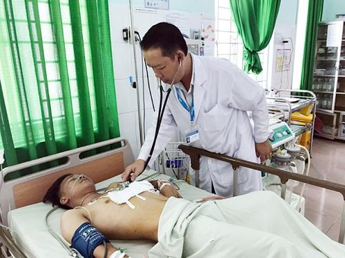 Chăm sóc bệnh nhân tại BVĐK khu vực Định Quán Đồng Nai.