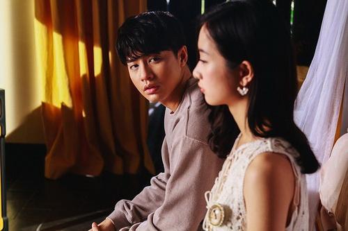 Mới đây, MV Chạm khẽ tim anh một chút thôi của Noo Phước Thịnh bị gỡ vì đoạn nhạc cuối vi phạm bản quyền.