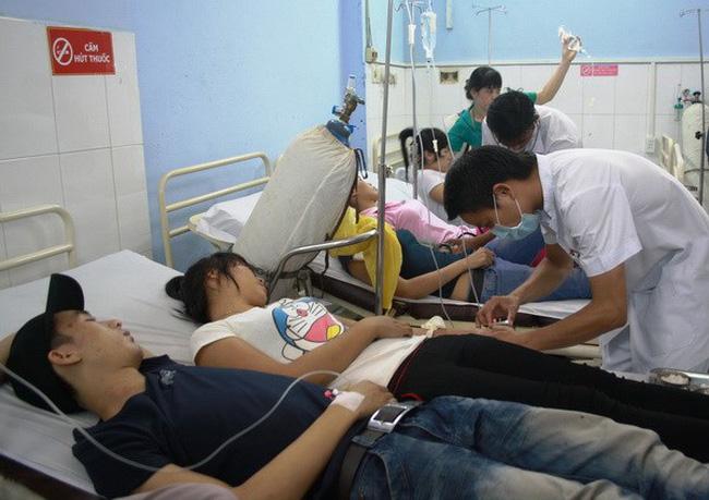Các bệnh nhân trong một vụ ngộ độc.