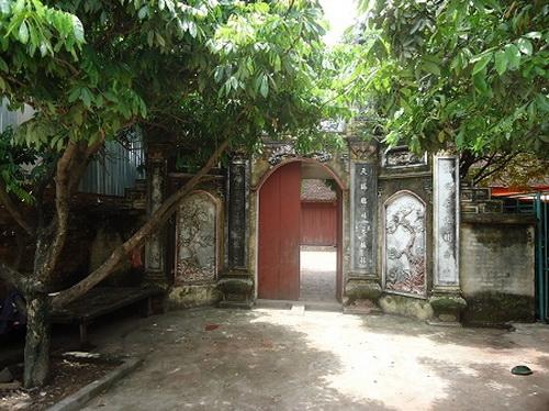 Nhà thờ họ Trần (quê ngoại Nguyễn Du) tại thôn Kim Thiều, xã Hương Mạc, thị xã Từ Sơn, tỉnh Bắc Ninh.