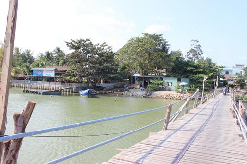 Người dân và trẻ em hai bên cầu không ngủ trưa và luôn giật mình vì tiếng ồn từ cầu