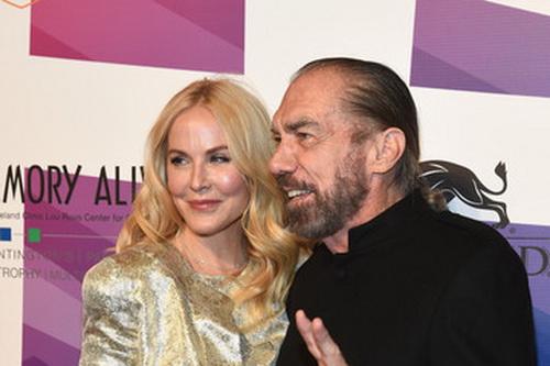 Tỷ phú John Paul Dejoria và người mẫu ảnh Eloise Broady.