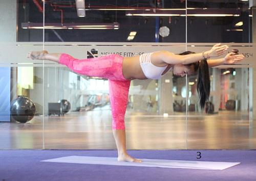 yoga tư thế chiến binh 3