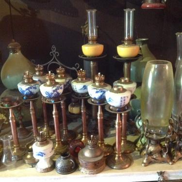 """Các mẫu đèn khác nhau của Hùng """"đèn""""."""