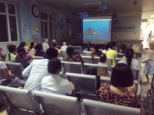 Rạp chiếu phim trở thành món quà tinh thần cho các bệnh nhi tại Khoa Nhi - BV K.