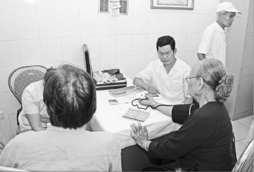 Khi dùng thuốc cần sự thăm khám và tư vấn của bác sĩ chuyên khoa. Ảnh: TM