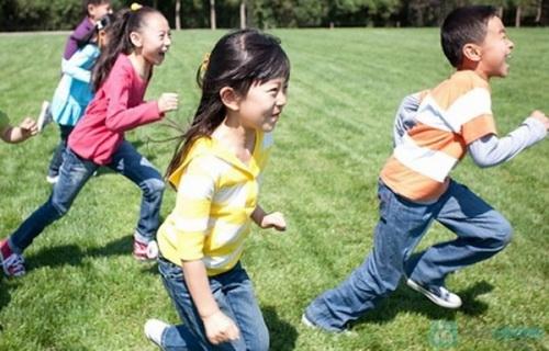 Trẻ vận động tốt sẽ phát triển chiều cao tối ưu.