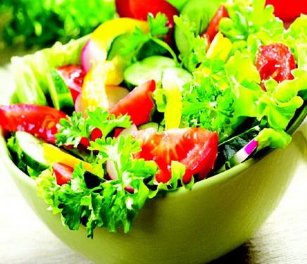 Ăn nhiều salad, rau xanh, hoa quả sẽ giúp kiểm soát lượng dầu mỡ, đường trong máu.