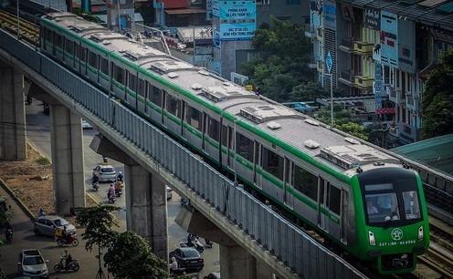 Đoàn tàu chạy thử nghiệm của tuyến đường mang số hiệu HN00304 xuất phát từ ga Cát Linh, chạy liên tục trên tuyến đường sắt có chiều dài hơn 13km.