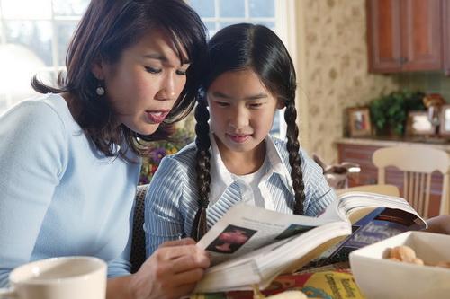Đọc sách cùng con.