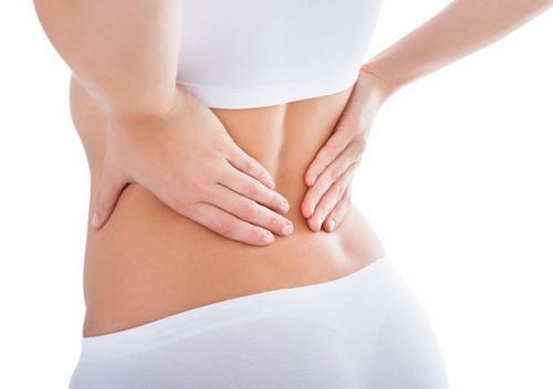 Xoa xát làm cho vùng thắt lưng nóng lên giúp giảm đau lưng.