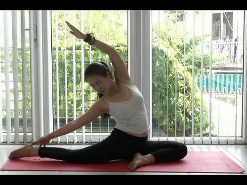 Trong những ngày nắng nóng, nên lựa chọn các bài tập trong nhà như bơi, yoga, gym...