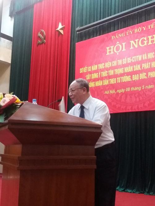 Gs. Hoàng Chí Bảo truyền đạt về Hồ Chí Minh tại Hội nghị