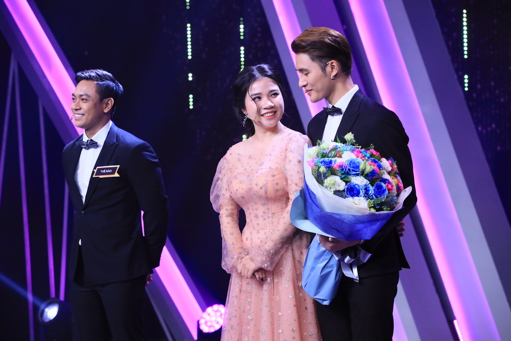 Nhâm Phương Nam (ngoài cùng bên phải) và nữ chính, ca sĩ Vân Anh trong chương trình Người ấy là ai phát sóng hôm 17/5/2019 vừa qua.