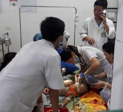 Cháu bé 22 tháng tuổi được cấp cứu nhưng không qua khỏi.