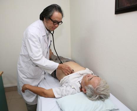 Luật khám bệnh, chữa bệnh góp phần nâng cao chất lượng khám chữa bệnh... Ảnh: TM