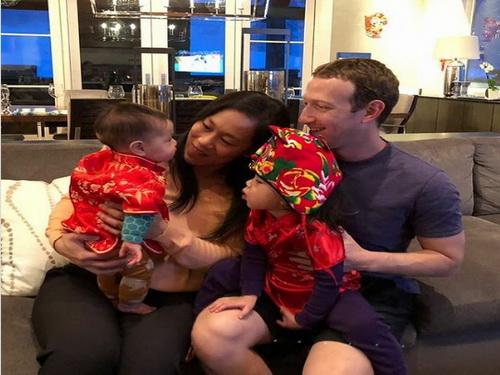 Mark Zuckerberg đón Tết cổ truyền bên vợ và 2 con gái.