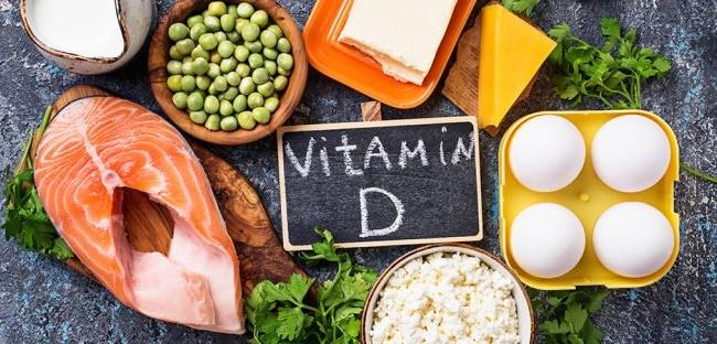 Nên bổ sung thực phẩm giàu vitamin D qua ăn uống.