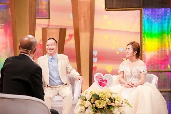 Cặp đôi trong Vợ chồng son gần đây bị khán giả chỉ trích vì kể chuyện giường chiếu trên sóng truyền hình.