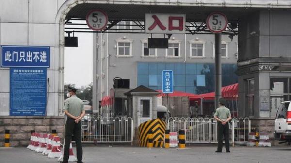 Chợ bán buôn lớn nhất Bắc Kinh bị phong tỏa.