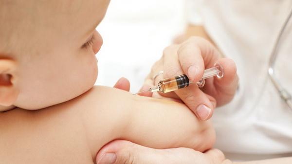 Tiêm vắc-xin là biện pháp phòng ngừa bệnh bạch hầu hiệu quả nhất.