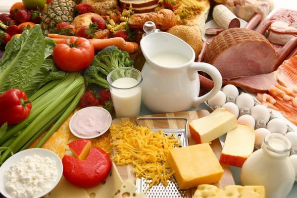 Chế độ ăn uống hợp lý, cân đối giúp phòng tránh béo phì.