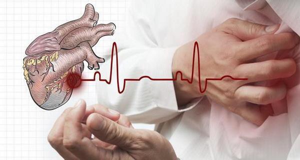 Khi nhận thấy các dấu hiệu như đau ngực, khó thở, tê tay chân... cần đi khám ngay.