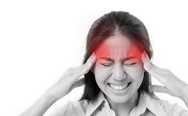 Người bệnh đau nhức đầu do thận khí suy thường có biểu hiện ù tai, đau trống rỗng, mất ngủ hay quên, hoa mắt chóng mặt, lưng gối yếu mỏi,...