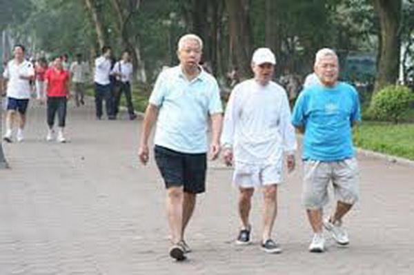 Chóng mặt ở người cao tuổi có thể phòng ngừa bằng cách tập thể dục đều đặn. Ảnh: TM
