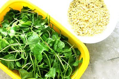 Cháo rau má đậu xanh giúp giảm ngứa, kháng viêm...; rất tốt cho người bị mề đay do cơ địa, hay tái phát khi thay đổi thời tiết.