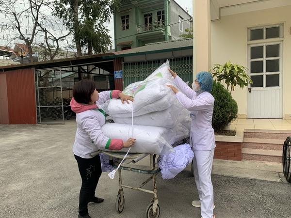 Bổ sung thêm chăn ấm cho các giường bệnh tại BVĐK tỉnh Cao Bằng.