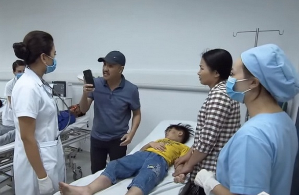 Phim Lửa ấm mất điểm với người xem khi bộc lộ một số sai sót chuyên môn nghề y.