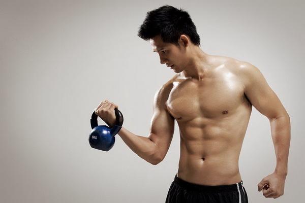 Khi đang tập luyện mà cảm thấy đau cơ hoặc đau đầu thì nên dừng tập ngay.