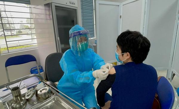 Tác dụng phụ nhẹ xảy ra khi tiêm vắc-xin là bình thường.